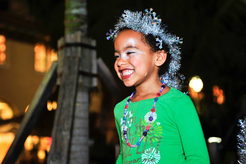 South Beach entertainment industry veterans brought peace, love and joy to Lincoln Road Monday night— hosting the 1st annual Lincoln Road Christmas Caroling.